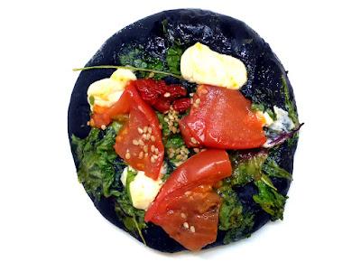 イカスミとトマトのフォカッチャ(Focaccia à l'encre de seiche et tomate) | GONTRAN CHERRIER(ゴントラン シェリエ)