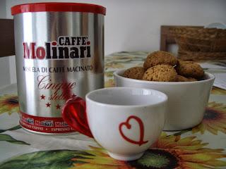 pausa biscotti e caffe' molinari !!