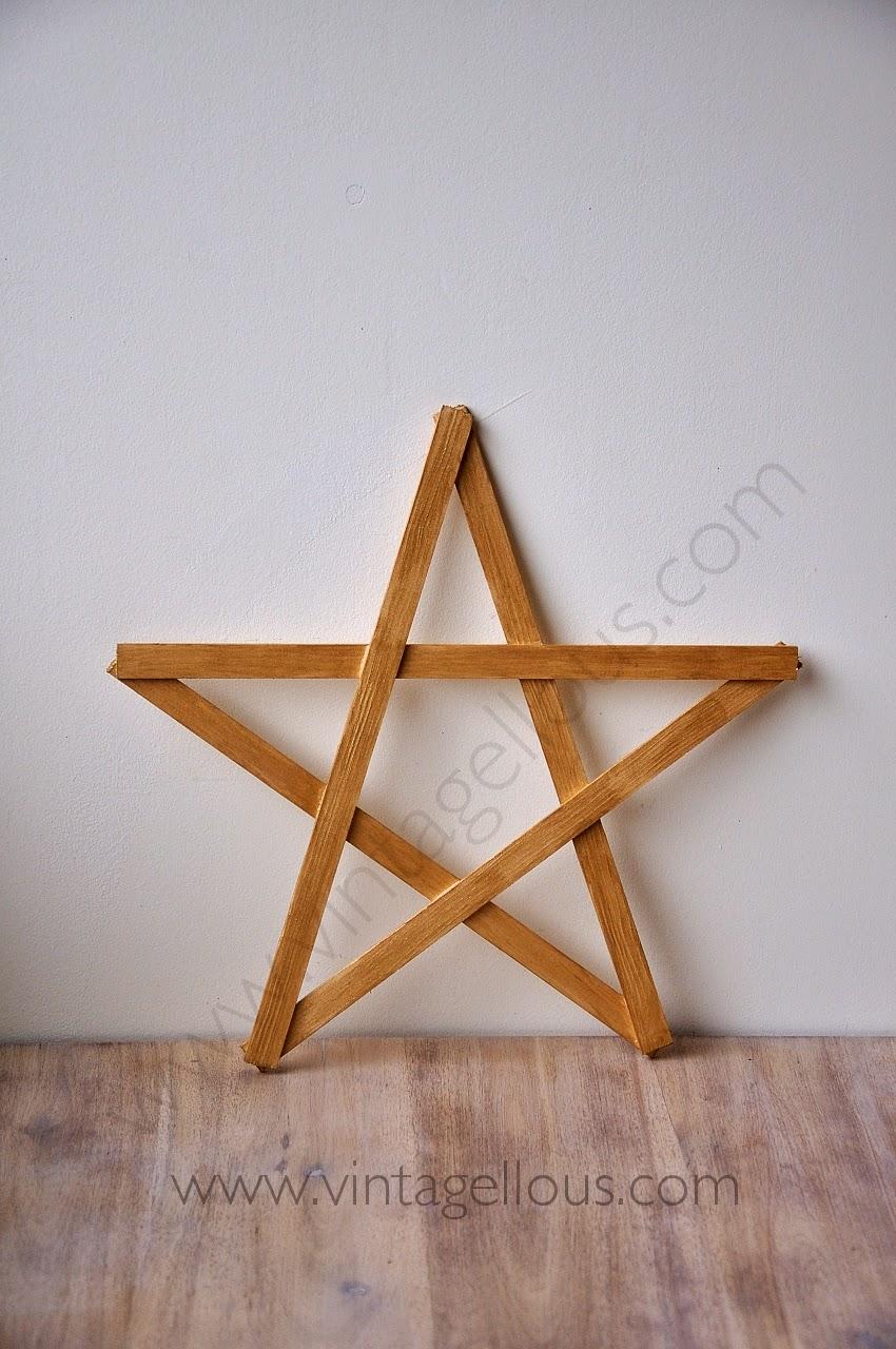 vamos a ir preparando ya los adornos de navidad hoy os mostraremos como hacer diferentes estrellas de madera las cuales podremos seguir usando una vez