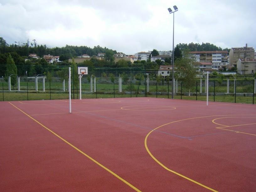 Campo de futebol e basquete do parque