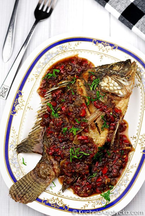 Ryba smażona na głębokim tłuszczu z sosem chili © KuchniaAzjatycka.com
