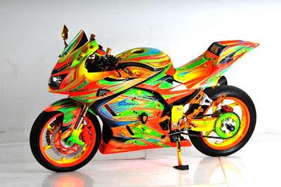 motor yang saya bahas kali ini ialah motor ninja 250 cc dan untuk foto