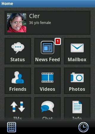 Descrição da imagem: Tela fundo preto. No topo, minha foto quadrada. Ao lado, meu nome, minha idade, 36, e o sexo femino. Abaixo tres linhas e tres colunas cada uma com um quadrado. Na primeira linha, o primeiro quadrado indica status, o segundo, Feed de Noticias e o terceiro, caixa de entrada. Na segunda linha, Os ícones representam amigos, videos e fotos. Na terceira linha duas setas em sentido contrário representam mensagens diretas aos participantes da rede, chat e informações do perfil. A imagem está cortada porque não apresenta os demais ícones que tem na rede social.