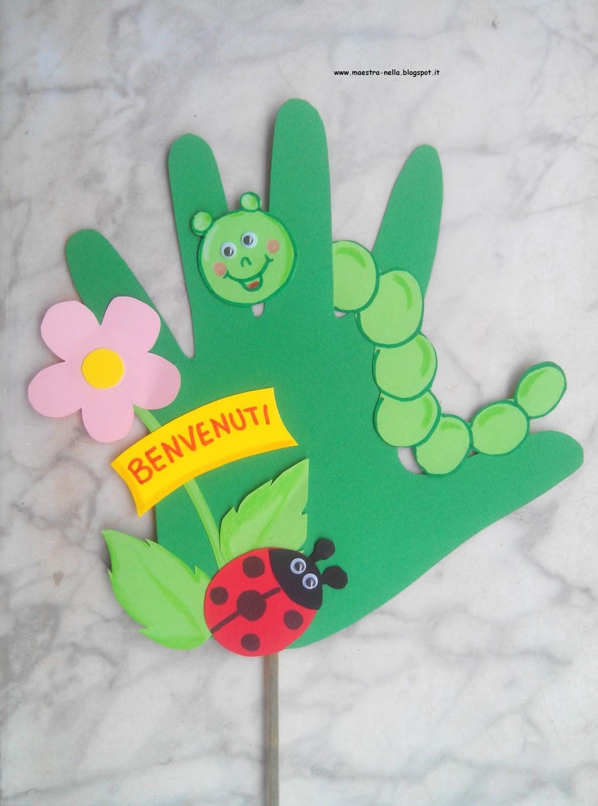 Maestra nella con le mani for Maestra infanzia