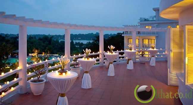 http://www.lihat.co.id/2013/06/10-hotel-menakjubkan-yg-terinspirasi.html