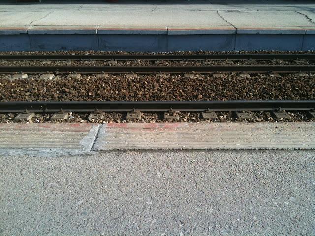 Esperando el tren ese día.
