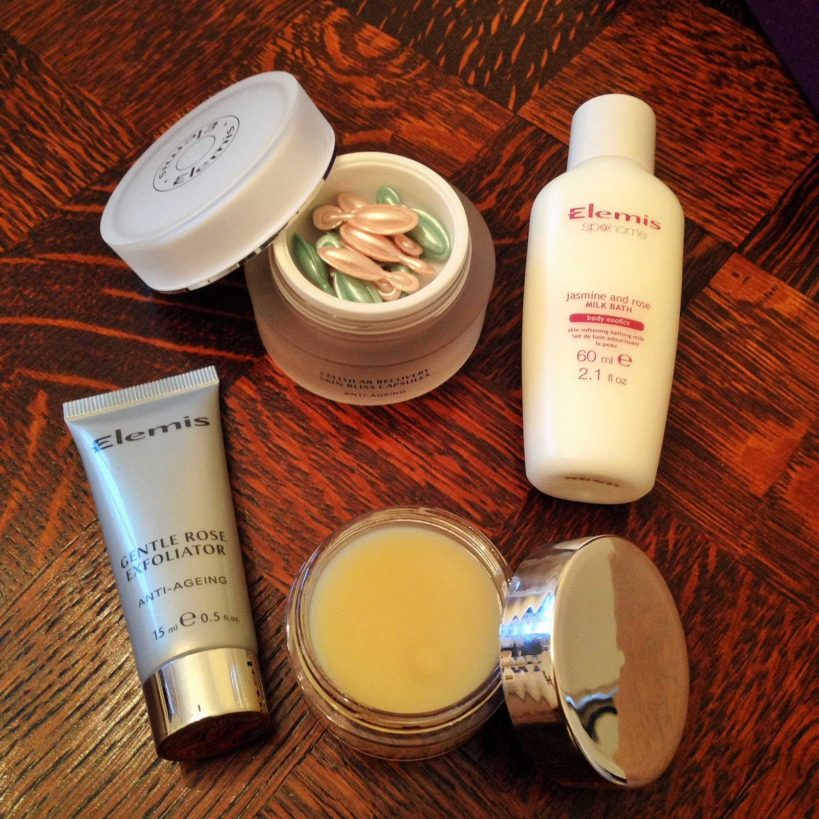 Elemis Pure Rose Indulgence Gift Set Review Products