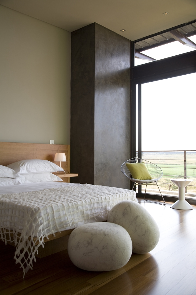 Modern wooden bed in the Serengeti House by Nico van der Meulen Architects