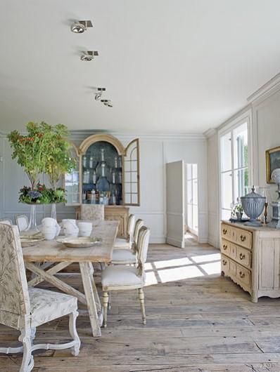 Interior] Una villa de estilo español con toques de mansión de