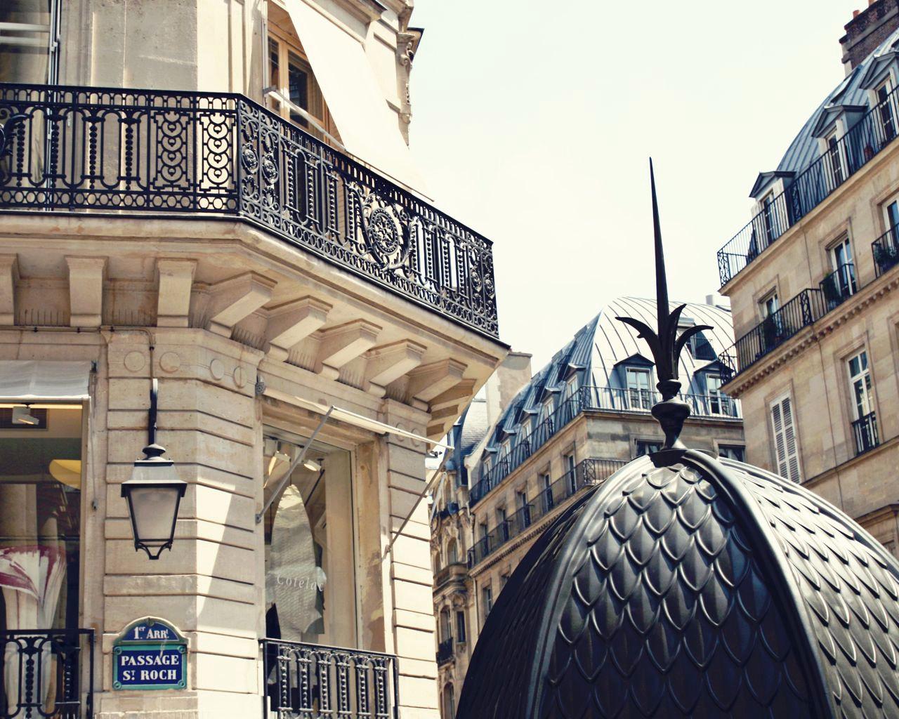 global architecture parisian chic la dolce vita. Black Bedroom Furniture Sets. Home Design Ideas