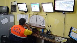 Sala de monitoramento e comunicação na secretaria de Defesa Civil tem  agentes 24h acompanhando informações do tempo