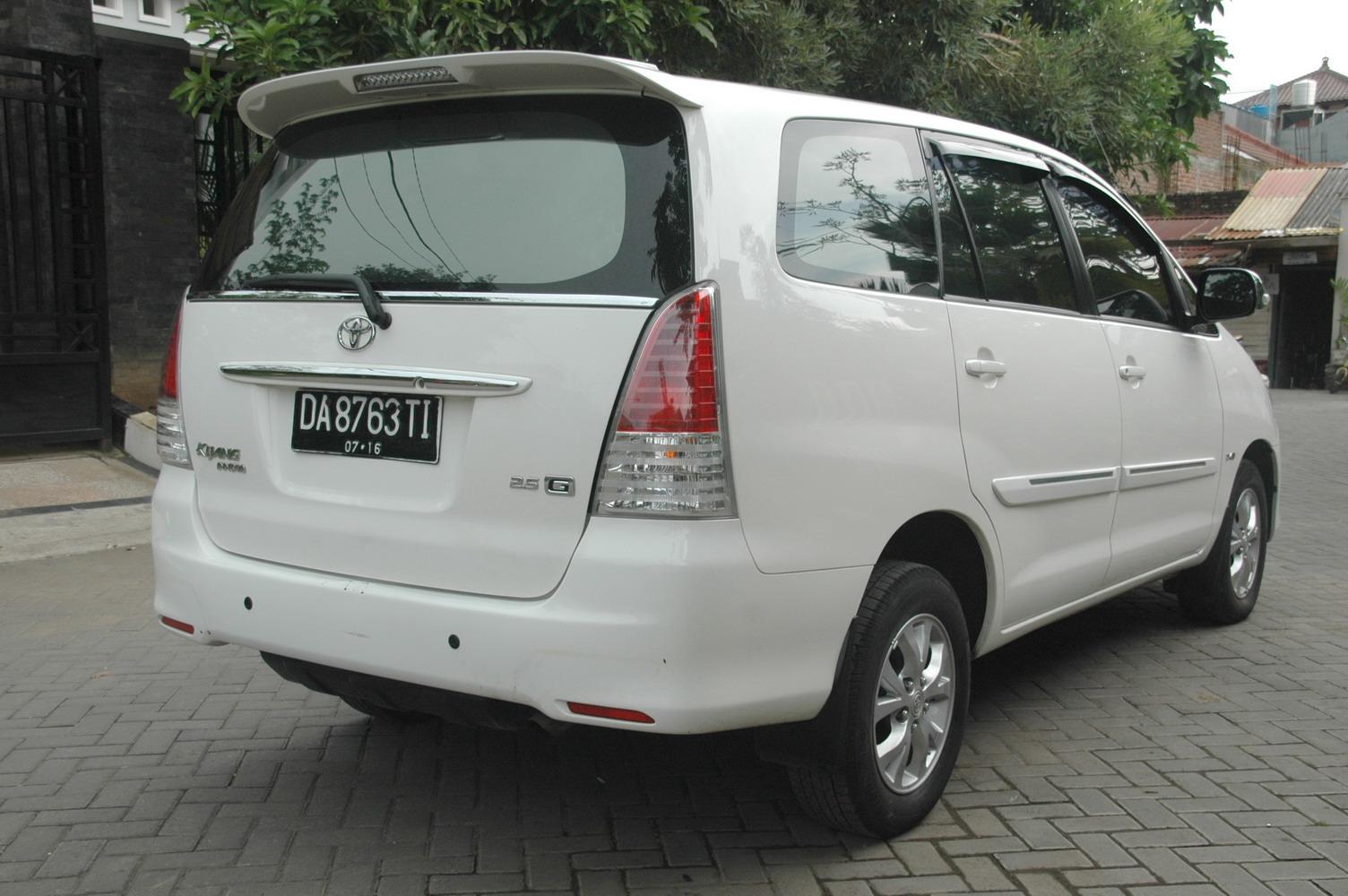 automoda: toyota kijang innova g diesel 2010