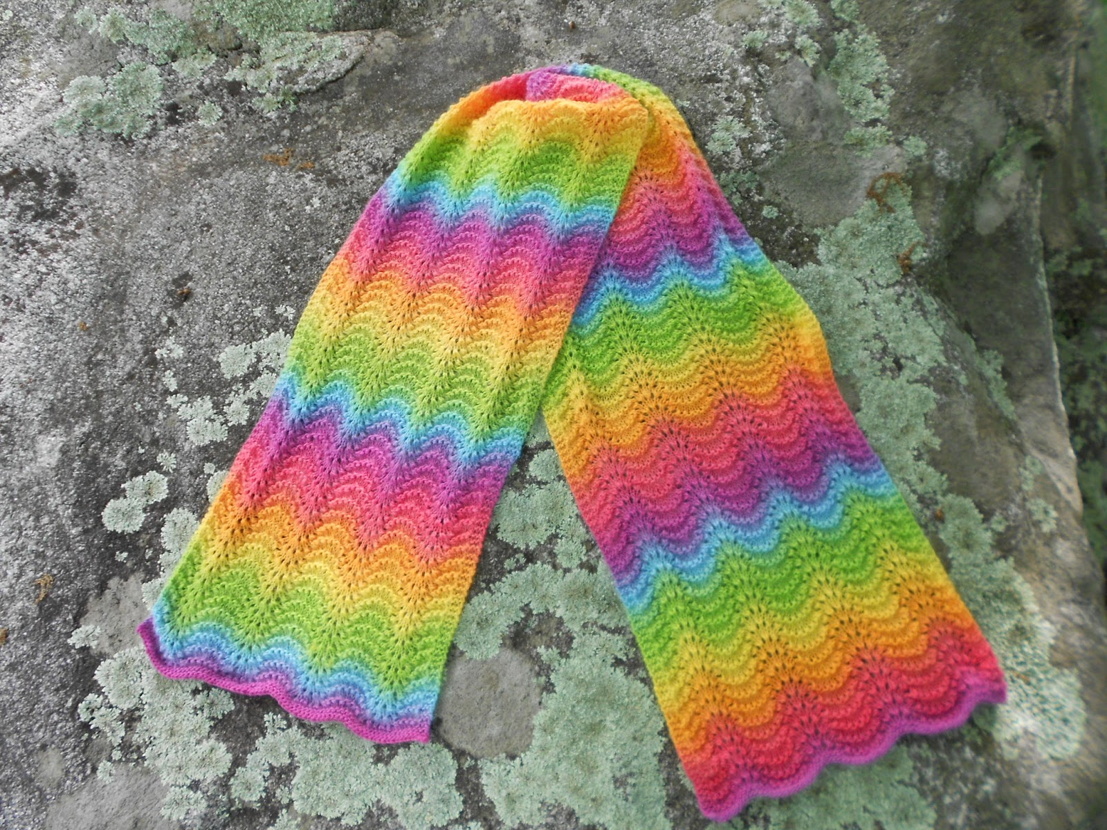 Merry Melody Designs: Free Rainbow Ripple Scarf pattern links