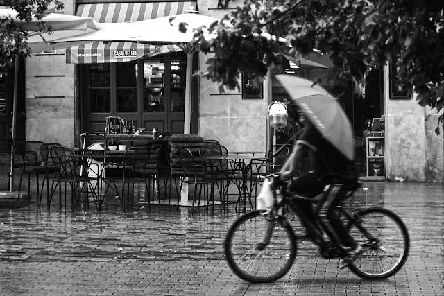 Lluvia, bici y paraguas