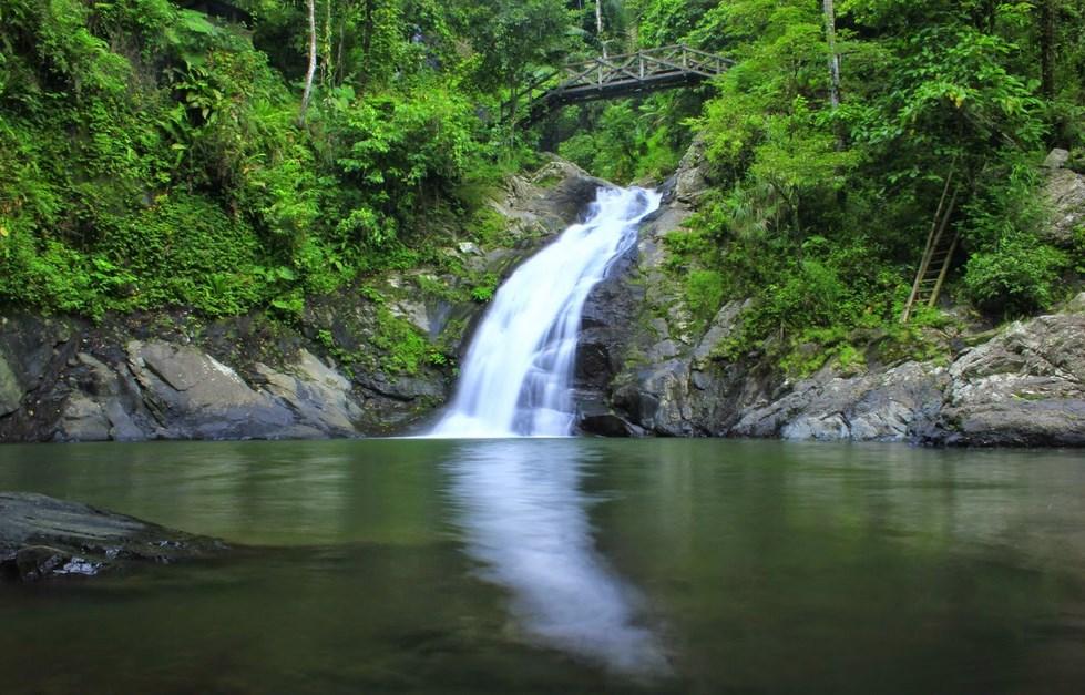 air terjun cantik di Sulawesi Salatan