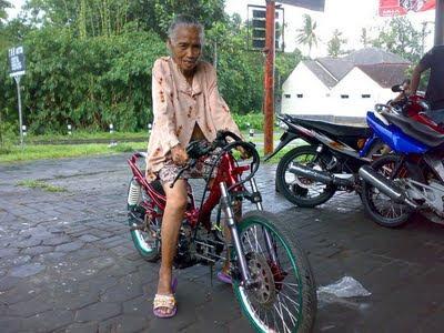 Nenek Paling Gokil Sedunia