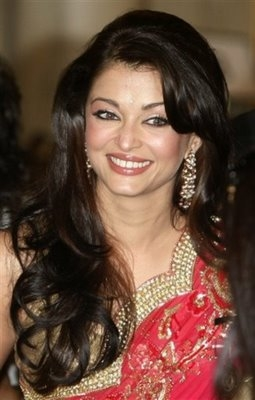 Aishwarya Rai Latest Romance Hairstyles, Long Hairstyle 2013, Hairstyle 2013, New Long Hairstyle 2013, Celebrity Long Romance Hairstyles 2159