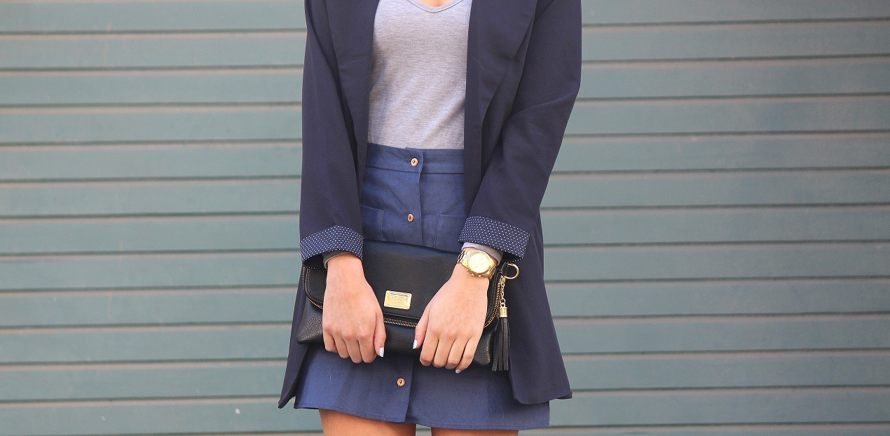 peexo fashion blogger wearing trench coat and a-line button down skirt 70's