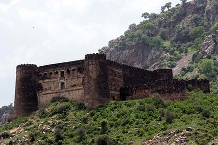 Scariest Haunted Houses In The World Bhangarh Fort