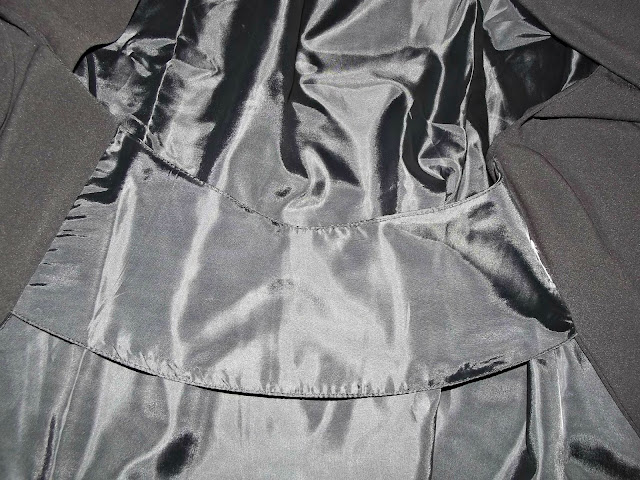 http://www.shein.com/Black-Long-Sleeve-Casual-Cape-Blazer-p-224325-cat-1739.html?utm_source=paroleopereomissioni.blogspot.it&utm_medium=blogger&url_from=paroleopereomissioni