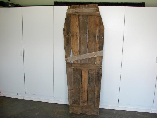 how to build a coffin for halloween