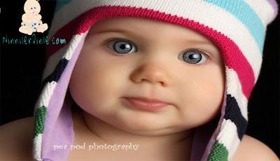 Güzel şapkalı bebek, renkli gözlü