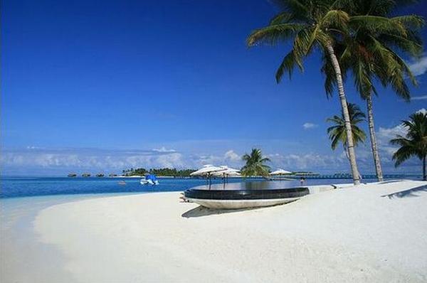 foto pemandangan pantai