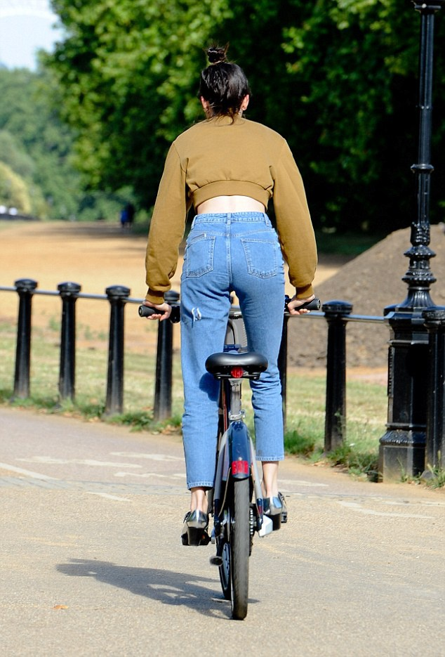 Model tourist! Kendall jenner as she explores London on a motorbike