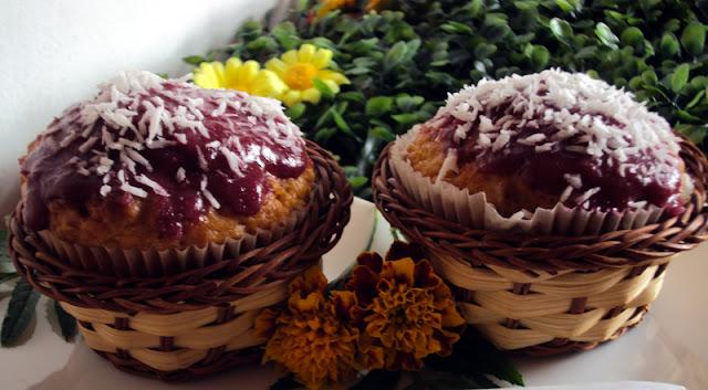 Muffiny orzechowe z wiórkami kokosowymi ze zsiadłym mlekiem