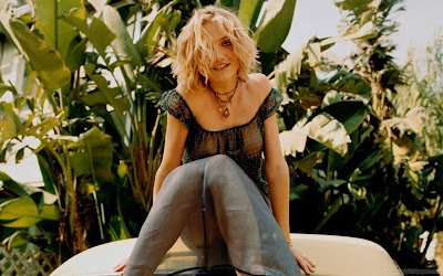 Cameron Diaz Wallpaper in Garden-1600x1200-66