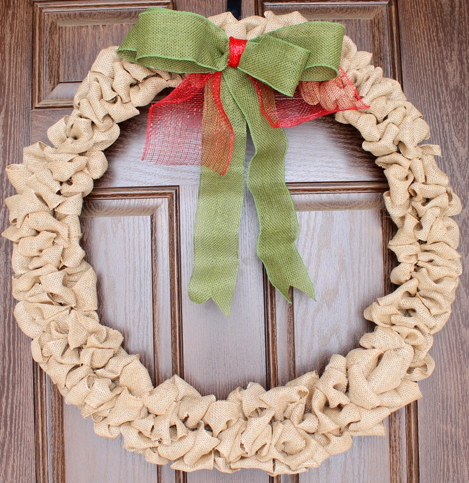 Tucker up diy burlap christmas wreath Burlap xmas wreath