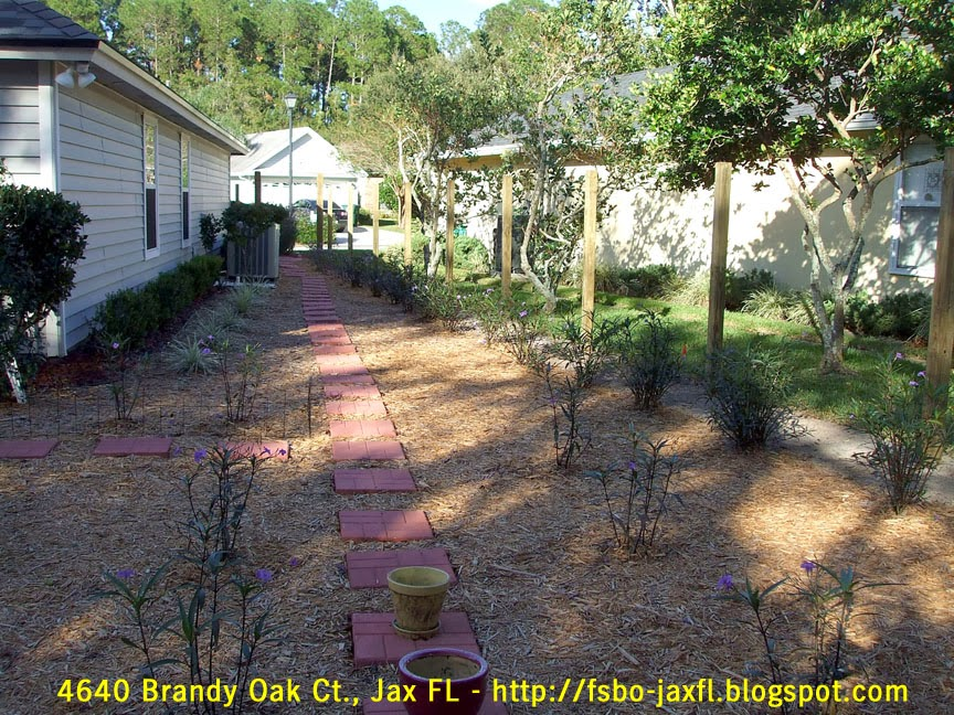 4640 Brandy Oak Court - Fence Posts Installed by Duval Fence