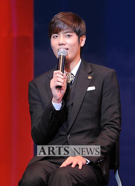 [MUSICAL] 08/04/2011 - KyuJong @ Goong Musical  - Page 4 KJ-Goong-media-01-1