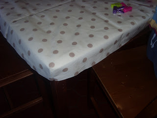 Tutorial for a fitted oil-cloth table cover by fabricandflowers | Sonia Spence