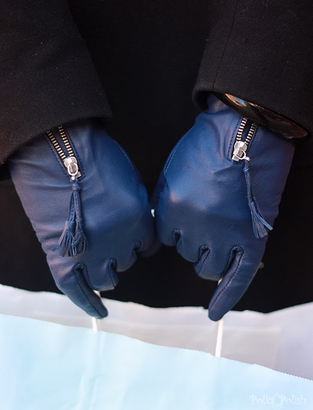 Blue leather gloves with zipper details