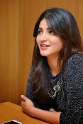 Shruti Haasan Glam pics-thumbnail-42