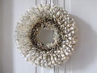 Mos mea come realizzare una corona natalizia in carta - Rami decorativi legno ...