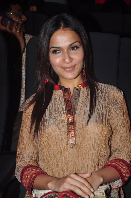 Soundarya Rajinikanth Latest Photos sexy stills
