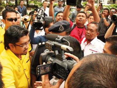 2 KUMPULAN NGO HAMPIR BERTEMPUR DI BUKIT AMAN