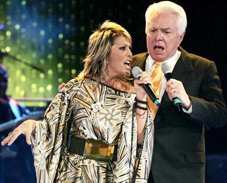 Enrique Guzmán cantando con su hija Alejandra Guzmán
