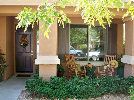 teras rumah minimalis sederhana di rumah bagian depan