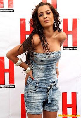 Larissa_Riquelme_hottest_pose_FilmyFun.blogspot.com