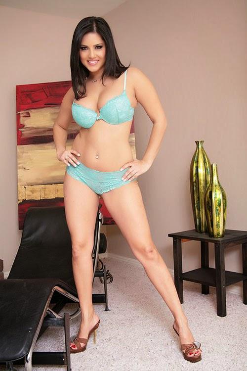 Sunny Leone Sexy Photoshoot In Sea Green Bikini