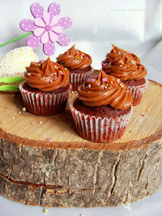 Babeczki czekoladowe z kremem orzechowym