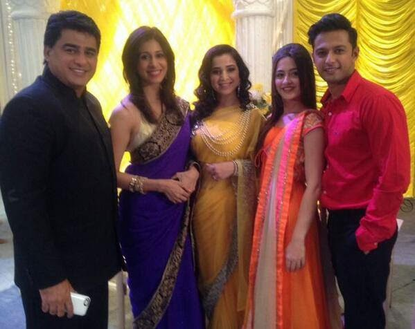 simone singh fans offscreen pics from sets of ek hasina