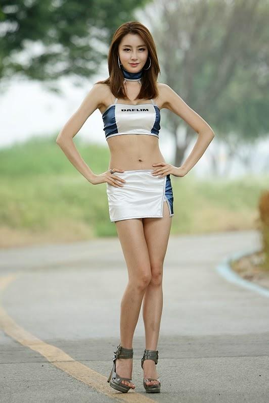Eun Bin khoe chân dài quyến rủ