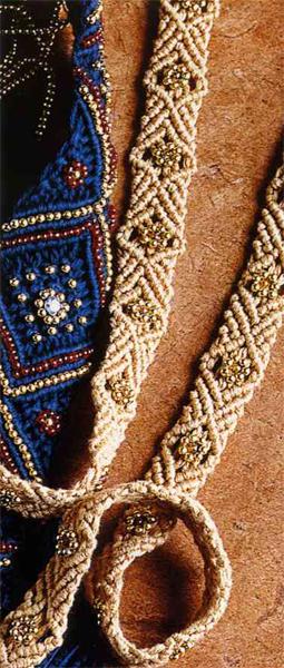 Пояс, украшенный бисером, в макраме