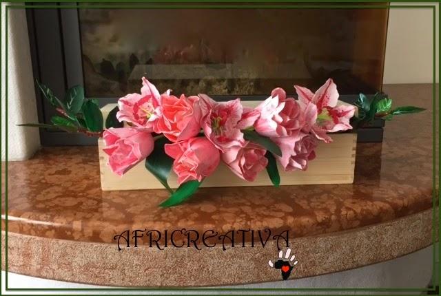 Scatola con tulipani e lilium