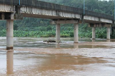 enchente-em-eldorado-sp-05-junho-2012-fotos-luiz-momisso