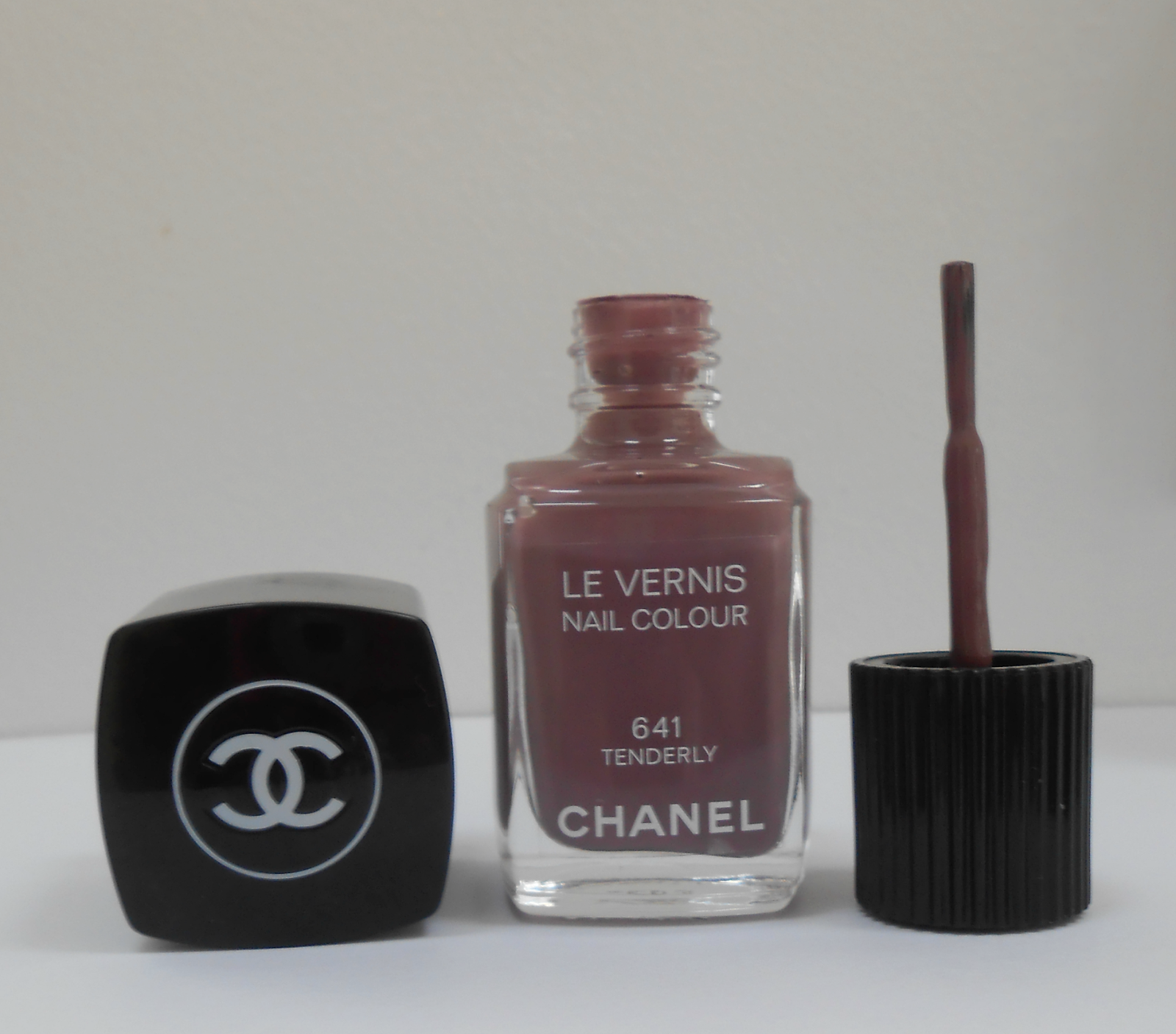 Chanel Le Vernis Nail Colour 641 Tenderly